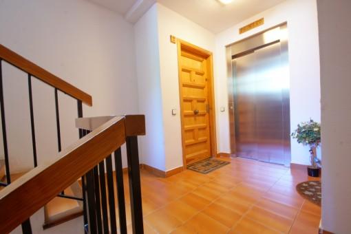 La vivienda ofrece un ascensor