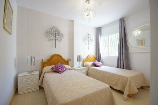 Dormitorio luminos