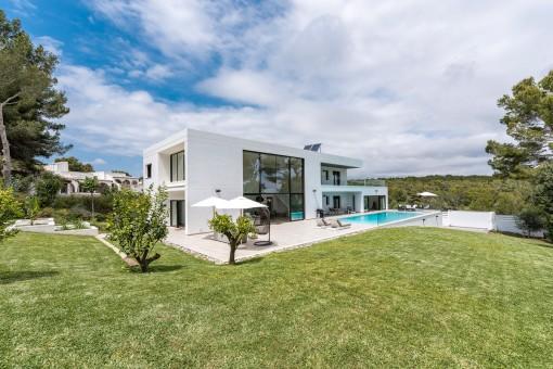 Villa moderna de lujo con vistas al mar en un terreno de grandes dimensiones en Sol de Mallorca