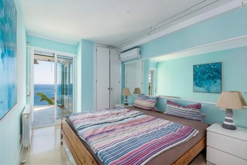 Dormitorio doble con acceso a la sala de estar