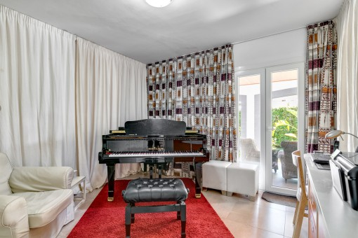 La actual habitación de piano podría ser también un dormitorio