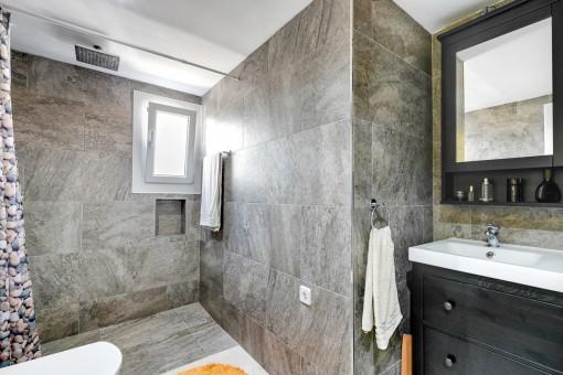 Baño nuevo con ducha
