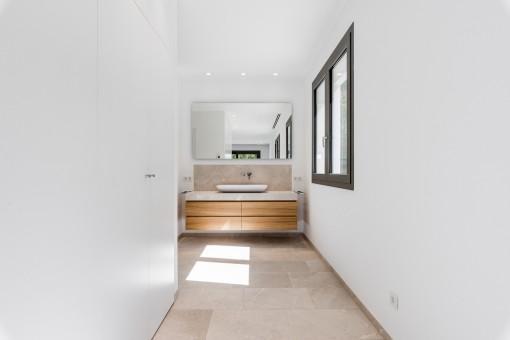 La villa tiene 4 baños modernos