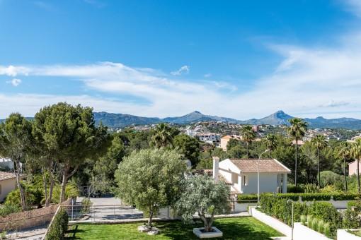 La villa ofrece vistas panorámicas también a las montañas