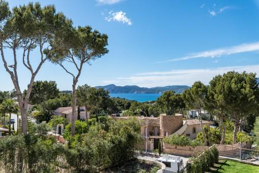 La villa ofrece estupendas vistas panorámicas al mar