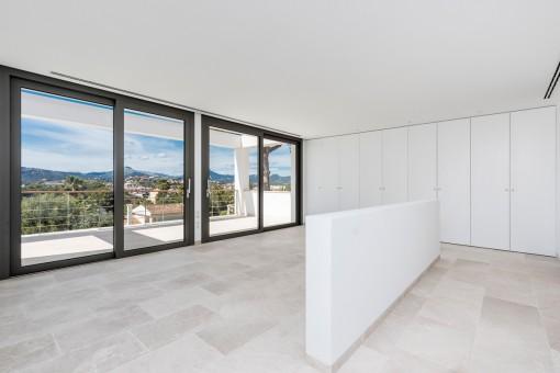 Gran dormitorio principal con terraza privada