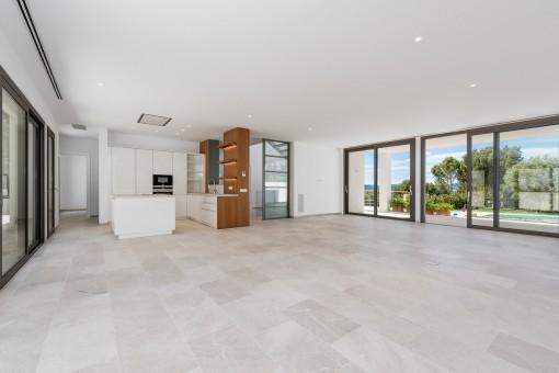 Sala de estar luminosa y espaciosa con acceso a la zona de piscina
