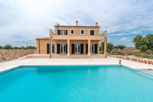 Finca nueva de alta calidad con piscina y excelentes vistas muy cerca de Santanyí