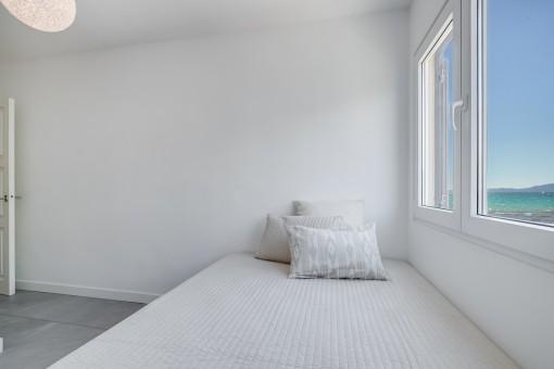 Dormitorio individual con vistas al mar