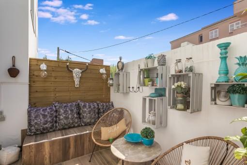 Zona de estar en la terraza más pequeña