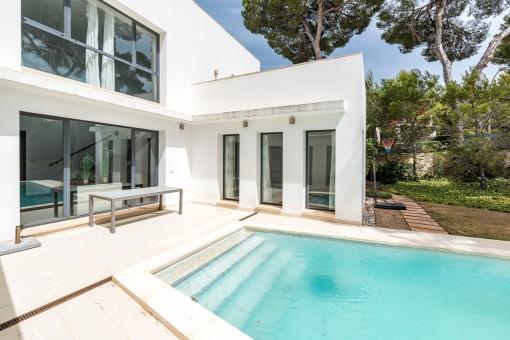 Moderno chalet con 5 dormitorios y piscina cerca del Club Náutico de Santa Ponsa