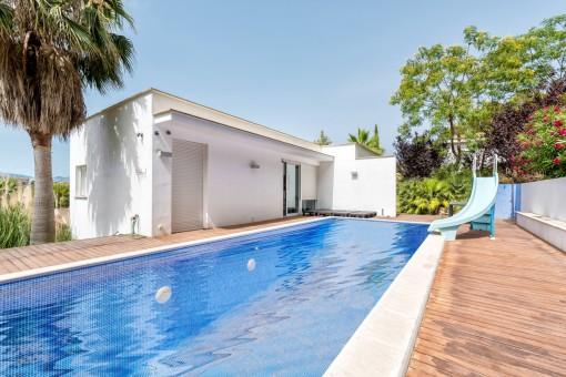Chalet con 5 dormitorios y estupendas vistas al mar y a la bahía de Santa Ponsa