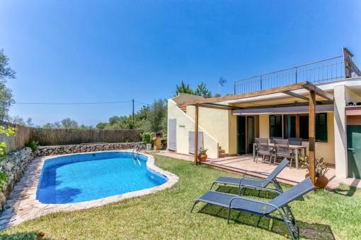 Chalet de fácil mantenimiento con 4 dormitorios y piscina en Sa Cabaneta