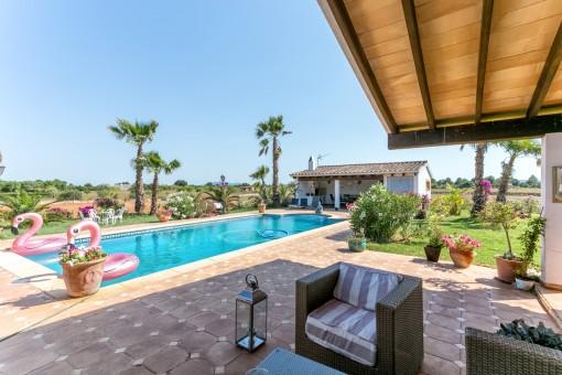 Magnífica zona de piscina para relajarse