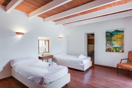 Bonito dormitorio con 2 camas individuales