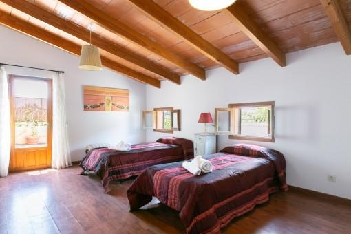Dormitorio luminoso con terraza
