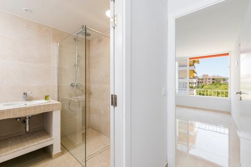 Bonito baño en suite