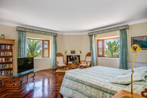 Otro dormitorio con chimenea