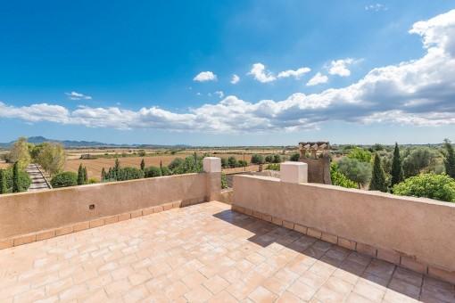 Terraza amplia con vistas impresionantes y abiertas