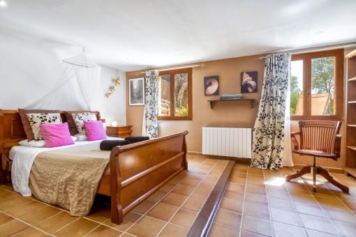 Unos de los tres dormitorios con calefacción