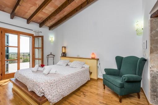 Uno de los 3 dormitorios amplios con cama matrimonial
