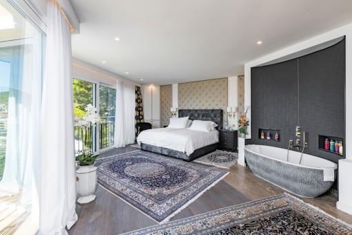 Extraordinario dormitorio principal con bañera