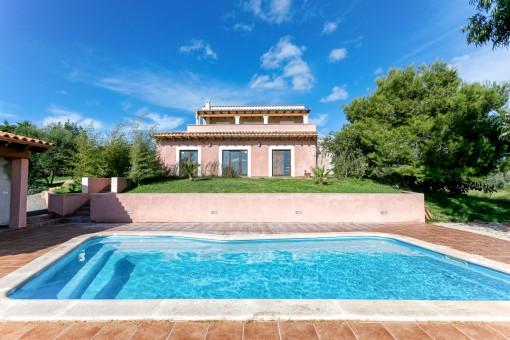 Bonita finca con piscina cerca de Son Carrió