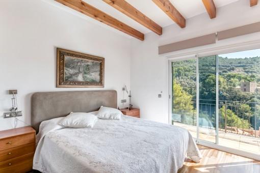Encantador dormitorio con acceso al balcón