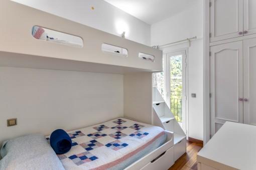 Precioso dormitorio doble con acceso al balcón
