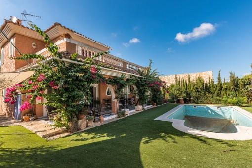 Chalet confortable de 4 dormitorios con piscina en El Toro