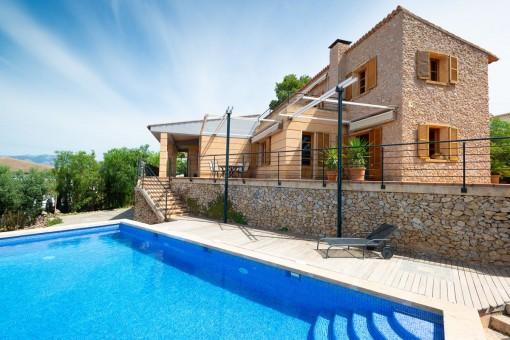 Espaciosa casa unifamiliar revestida de piedra con vistas al mar en Sa Cabaneta