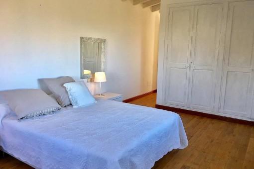 Precioso dormitorio doble con armario empotrado