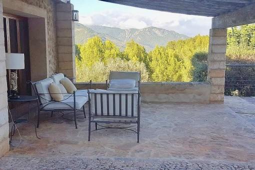 Cómoda zona de relax en la terraza cubierta