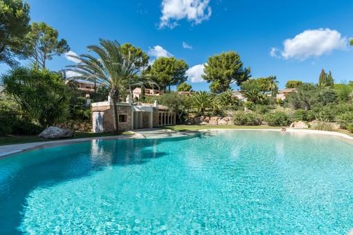Chalet mediterráneo con materiales de alta calidad en un complejo paradisíaco de Santa Ponsa