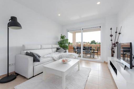 Sala de estar con acceso a la terraza