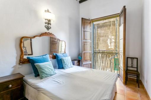 Dormitorio doble con balcón frances