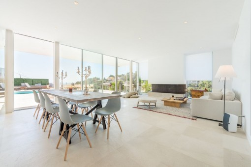 Salón-comedor con ventanas panorámicas