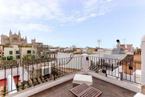 Precioso apartamento pequeño en el casco antiguo con 3 terrazas y vistas al mar y a la ciudad de Palma