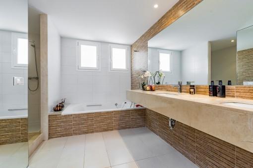 Uno de 4 baños modernos