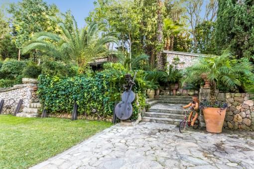Preciosos elementos en el área de jardín