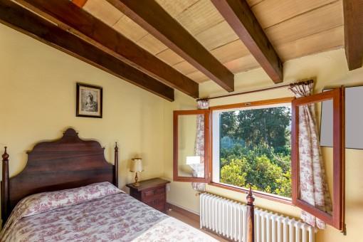 Luminoso dormitorio con vistas