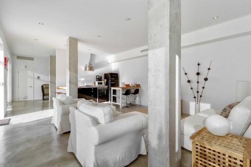 Área de estar separada con cocineta