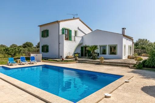 Acogedora casa de campo con piscina y vistas lejanas en Campos