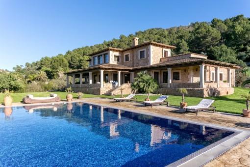 Espaciosa finca rústica de lujo con vistas hacia la Sierra de Tramuntana en la mejor zona de Puig de Santa Magdalena