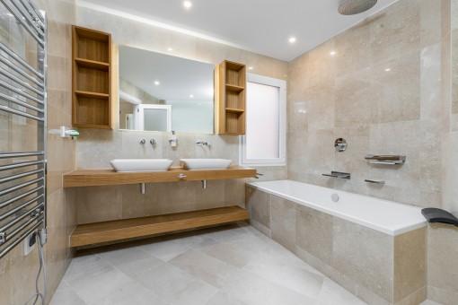 Uno de 2 baños lujosos