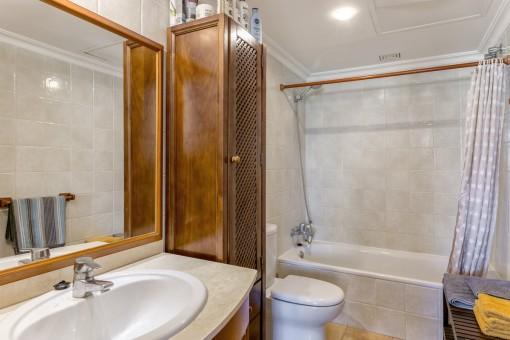 Otro baño con bañera