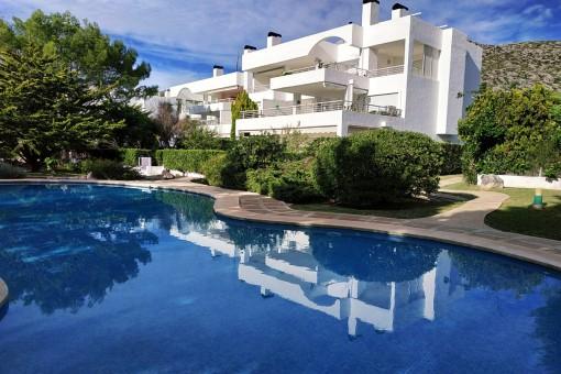 Planta baja en complejo estupendo con piscina a 100 m de la playa en Puerto Pollensa