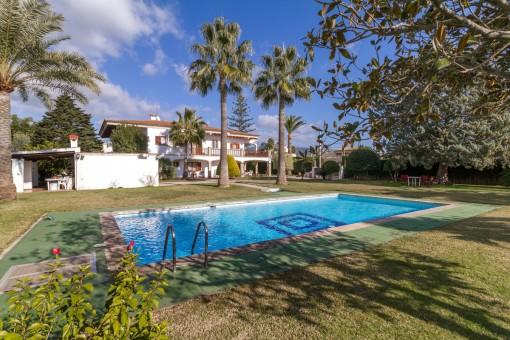 Enorme villa con piscina y pista de tenis en Bunyola