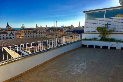 Ático con 3 dormitorios y vistas de ensueño desde la terraza grande, junto al mercado d'Olivar