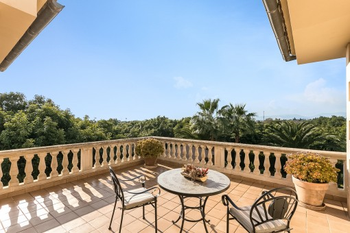 Precioso espacio para sentarse en la terraza superior